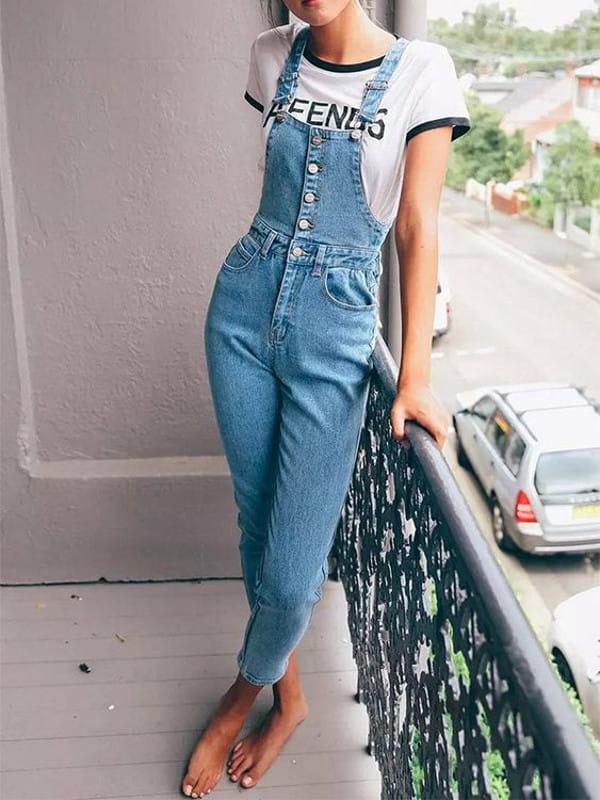 Abotoamento: saiba como usar: modelo vestindo um macacão jeans.