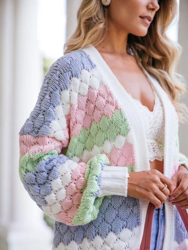 Absolutti: Onde comprar no varejo: modelo vestindo um casaco de tricot.