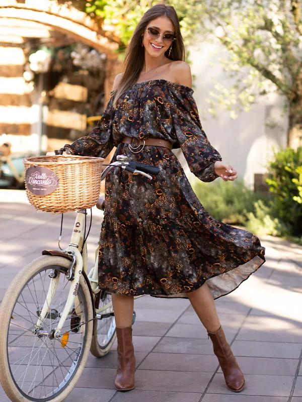 Absolutti: Onde comprar no varejo: modelo vestindo um vestido.