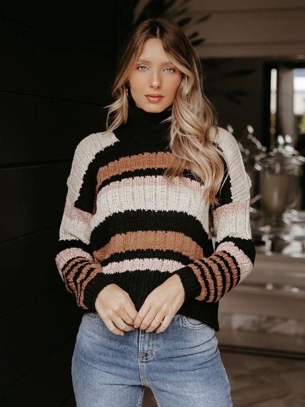 Absolutti: Onde comprar no varejo: modelo vestindo uma blusa de tricot.