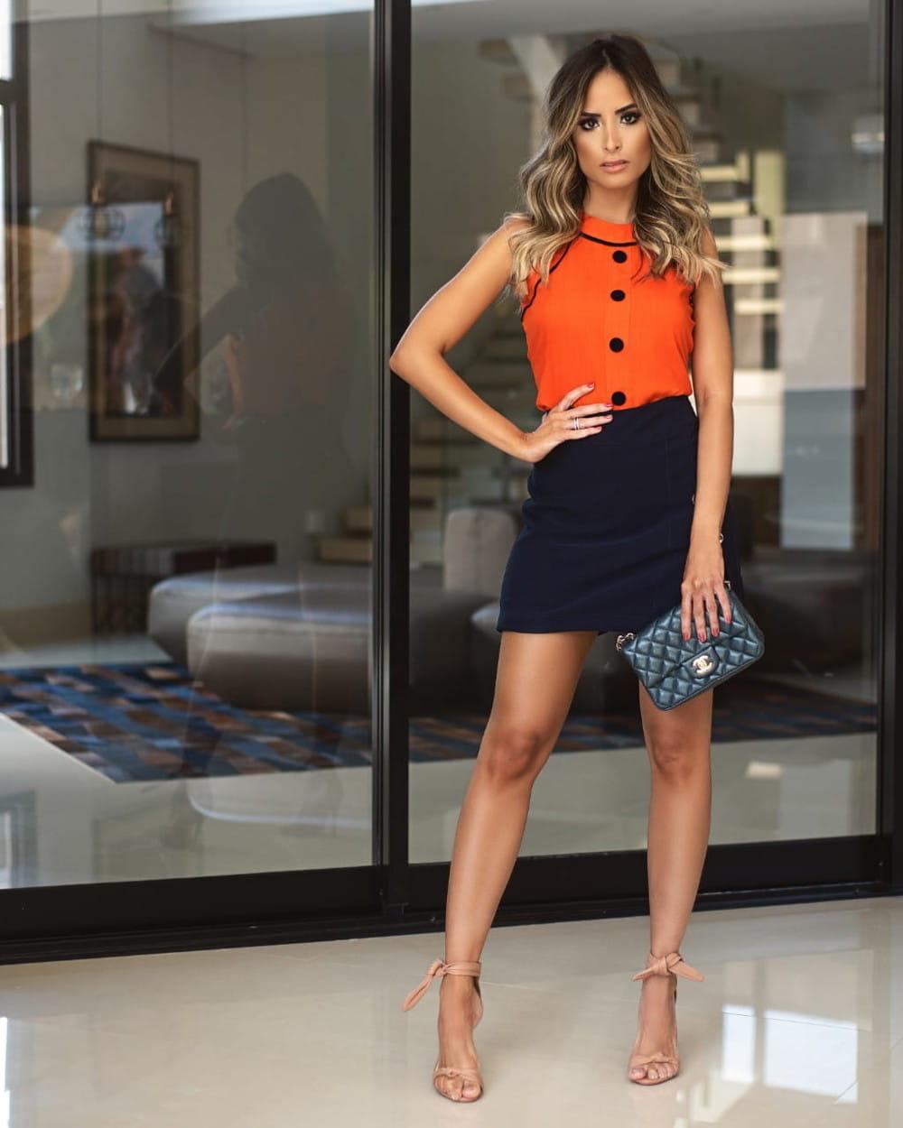 Blusa regata: modelo vestindo blusa de crepe.