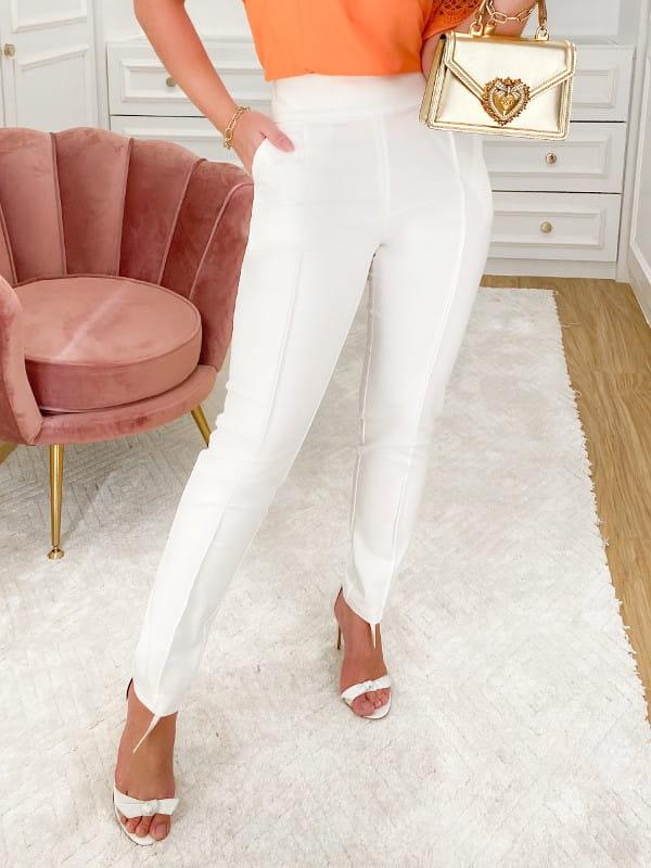 Calça alfaiataria feminina: modelo vestindo calça de alfaiataria na balada.