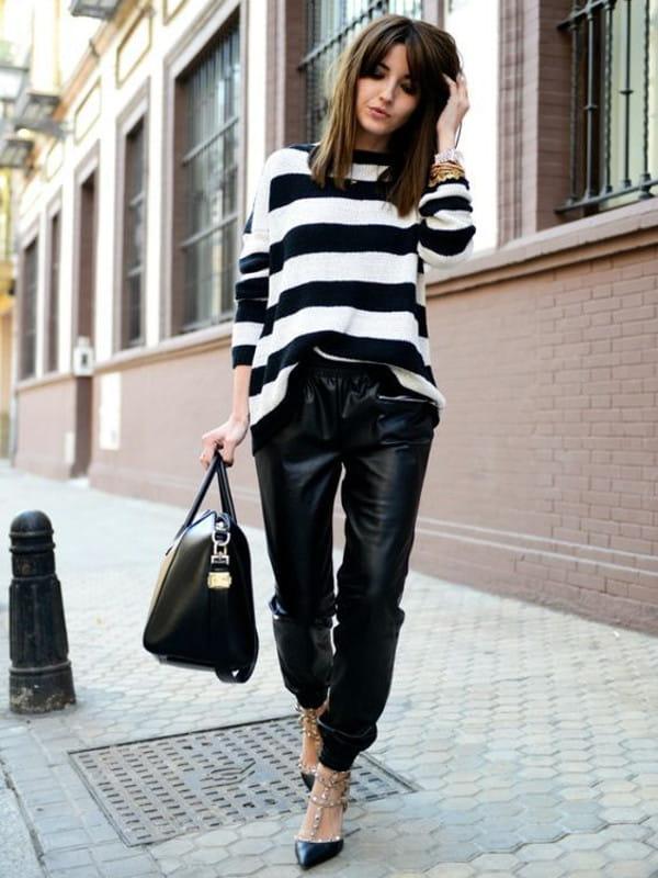 Calça jogger feminina: modelo vestindo uma calça jogger de couro preta.