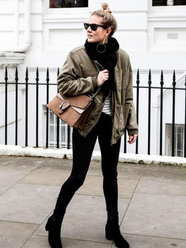 Dicas para usar o cachecol: modelo com um casaco preto e cachecol cinza.