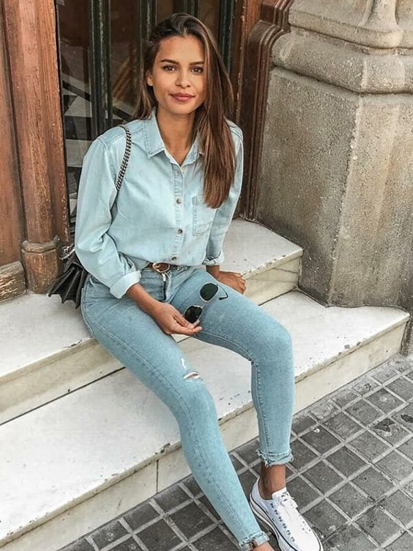 Looks com camisa jeans: modelo vestindo total jeans.