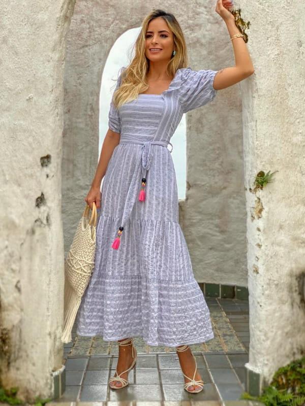 Looks com vestido midi: modelo vestindo vestido azul royal - costas.