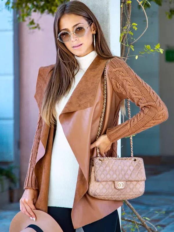 Looks de inverno para trabalhar: modelo vestindo casaco de couro fake.