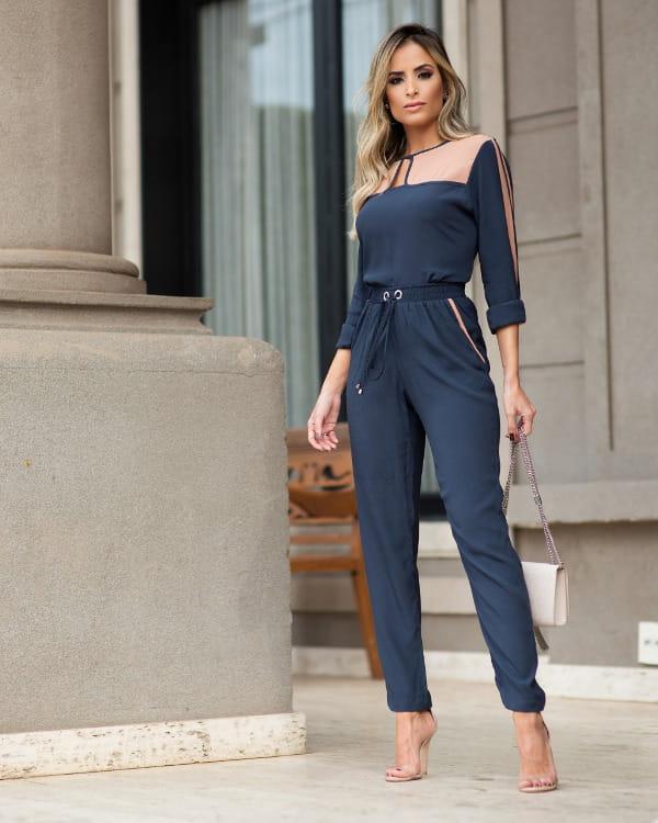 Moda e Conforto: modelo vestindo uma calça jogging.