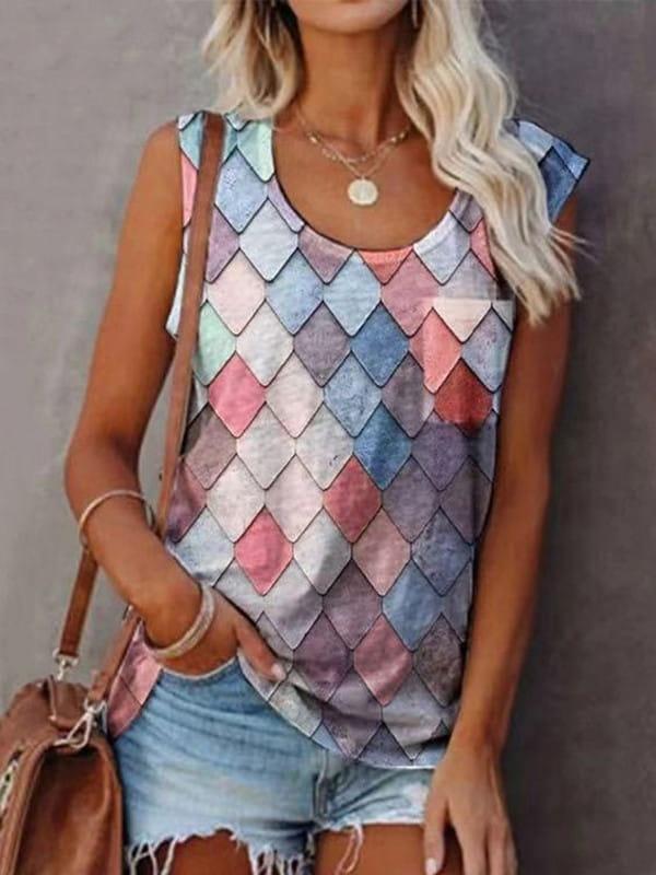 Patchwork: uma tendência sustentável: modelo vestindo uma blusa regata trabalhada em patchwork.