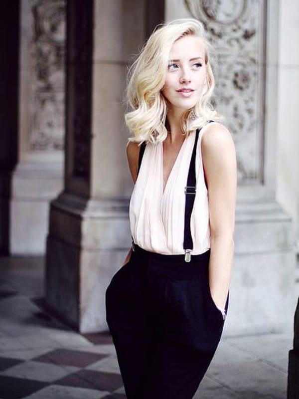 Suspensórios femininos: modelo usando suspensório com calça.