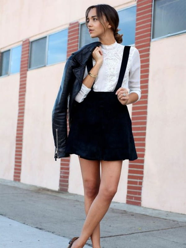 Suspensórios femininos: modelo usando suspensório com saia.