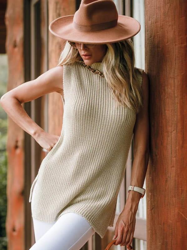 Blusa de tricot feminina: modelo vestindo um colete de tricot manga curta mullet.
