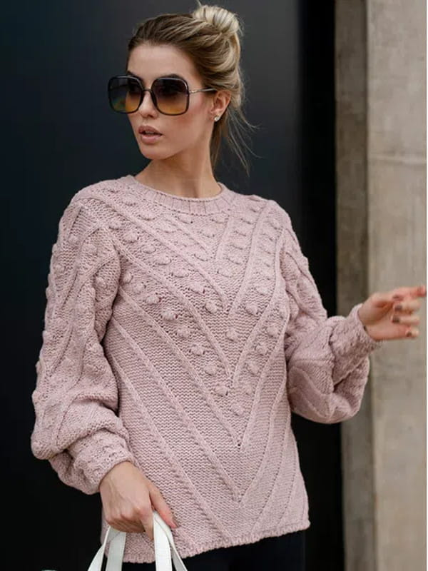 Tendência Tricot Inverno 2020: modelo vestindo uma blusa de tricot com mangas bufantes.